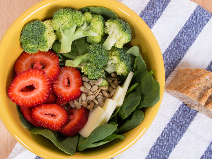 Low-calorie salads, bowls, and platters