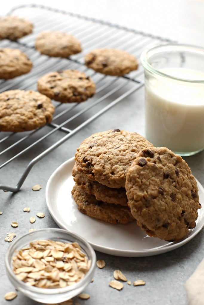 healthy oatmeal chocolate chip cookies